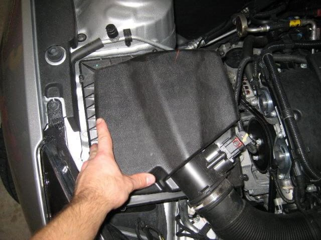 Thay thế bộ lọc gió Chevrolet Cruze
