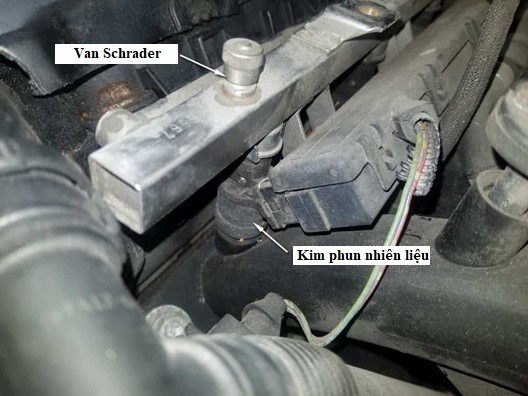cach-thao-ong-nap-trong-xe-bmw-m52-1995-2000-3-5-7-z3-series-6-xy-lanh